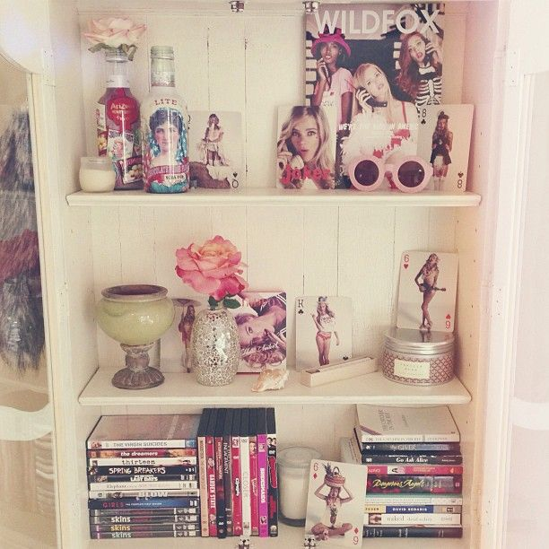 Summer bedroom decor inspiration. Wildfox, vintage books, candles, seashells, roses, and movies...
