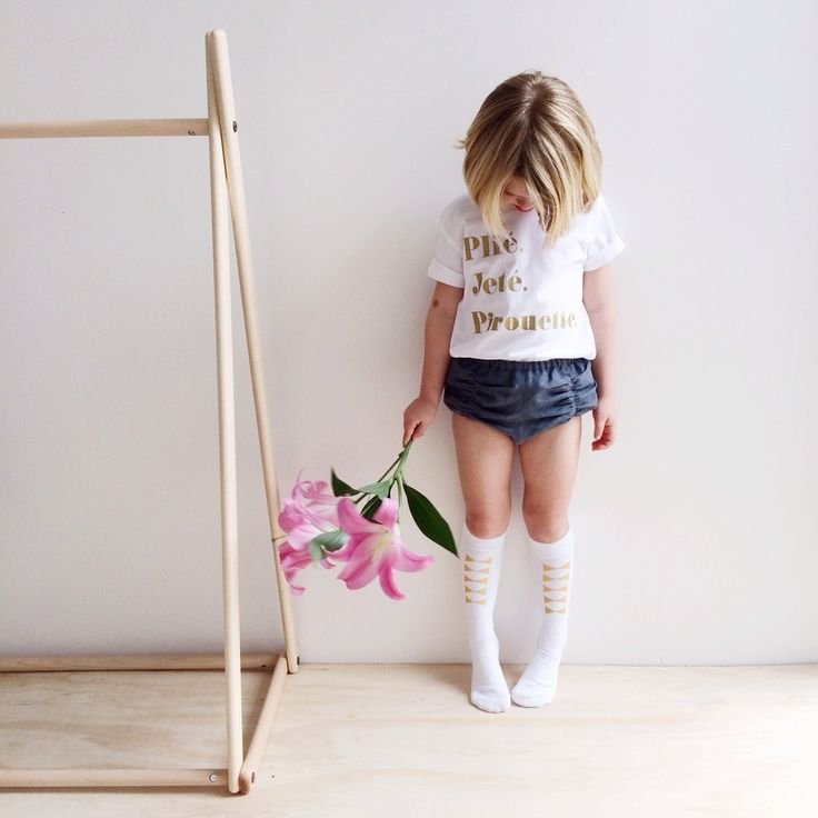 Our beautiful Vintage Bloomers are meticulously handmade locally in Western Australia. We have sourced the best quality 100% Linen and 100% Cotton fabrics and designed these to sit perfectly on little legs and hips!Available in Pale Pink Linen, Charcoal Linen, Black