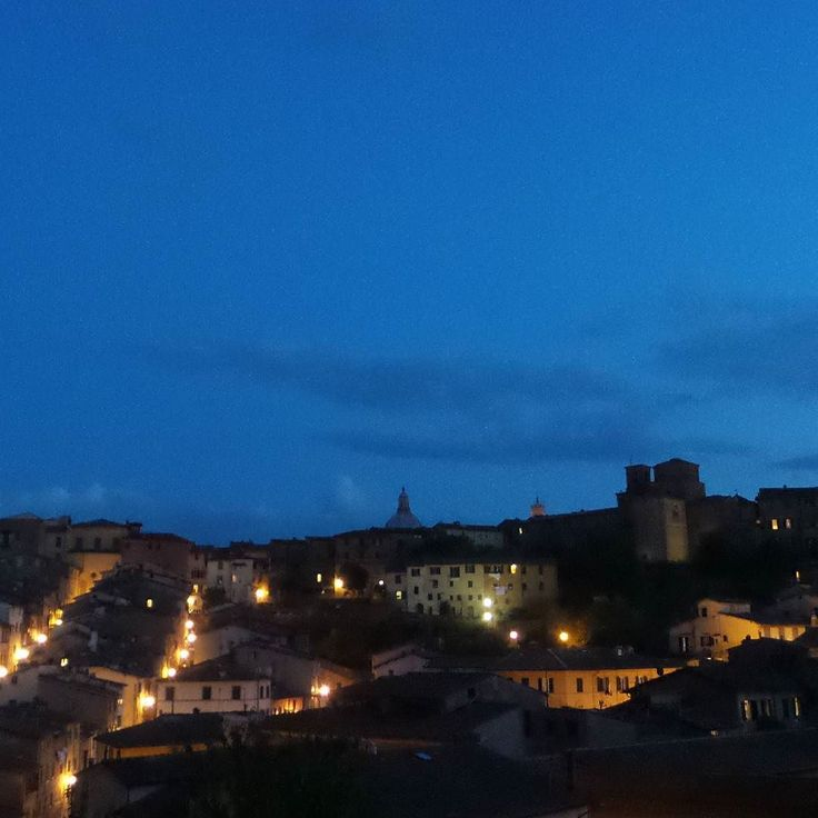 #Siena at #night  from our #hotel #come #tovisit us #beauties #art #madeinItaly