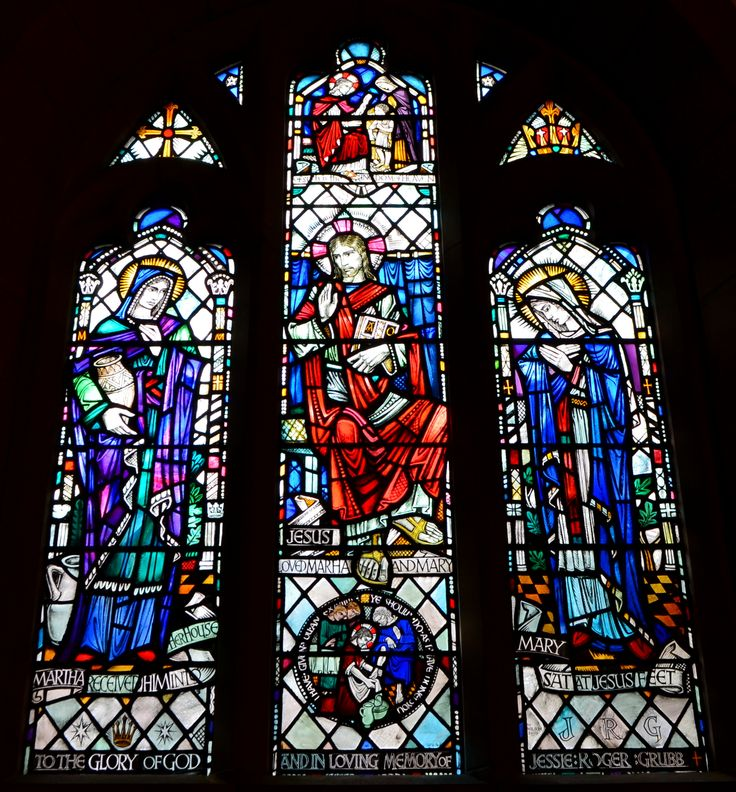 Tour Scotland photograph of Jessie Roger Grubb memorial stained glass window on visit to Martyrs Church in St Andrews, Fife