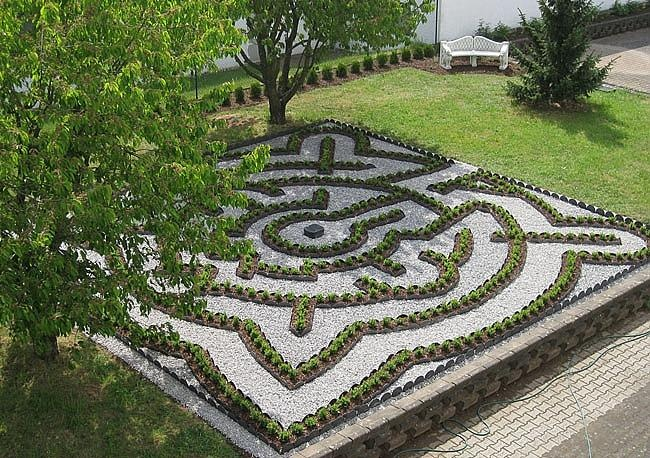 11 best images about garden labyrinths on pinterest for Garden maze designs
