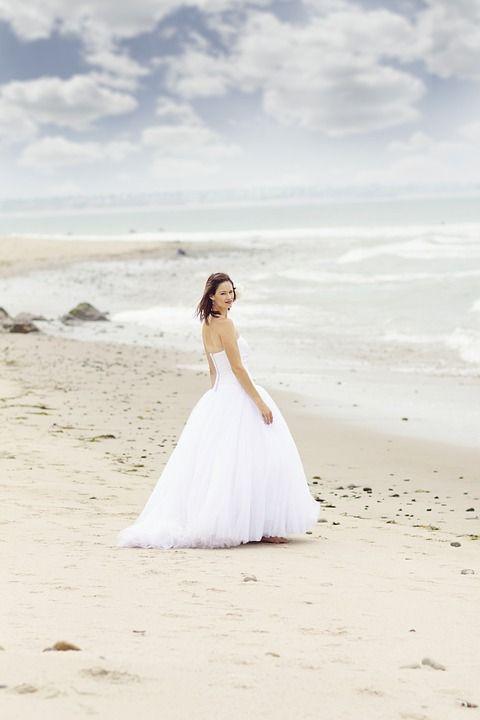 10 ventajas de celebrar la boda en la playa - http://www.efeblog.com/10-ventajas-celebrar-la-boda-la-playa-18574/  #Novias #Boda, #Decoración