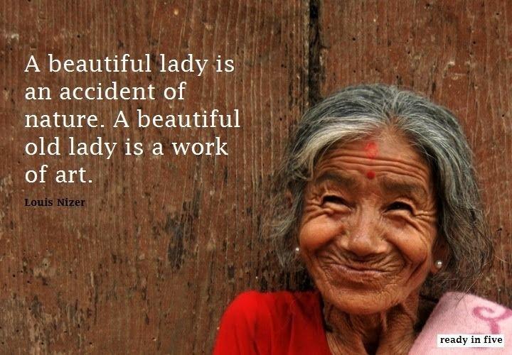 Ik maakte deze foto van een vrouw in Nepal, zij is de helft kleiner dan ikzelf! Wat een prachtig mens, wat een prachtige ervaring!