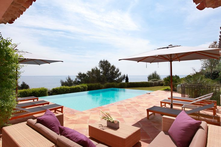 Going to the #FrenchRiviera this #summer ? Book now your Villa 5 at La Réserve de #Ramatuelle near #SaintTropez with Casol Villas France!
