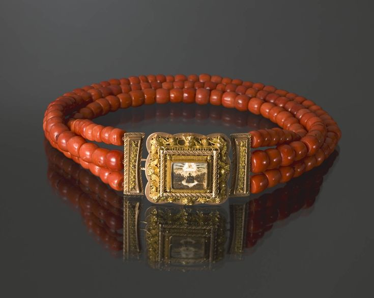 Coral necklace with golden lock, Volendam, Netherlands 1933