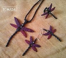 Contiene piezas hechas por NOMADA ARTESANIA principalmente en Macramé.
