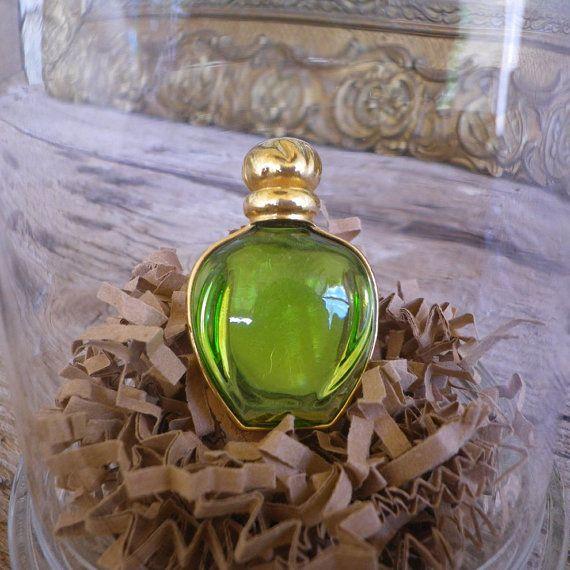 Broche parfum Tendre Poison de Christian Dior sous cloche en verre - Broche Christian Dior - Cadeau pour femme - Cadeau anniversaire