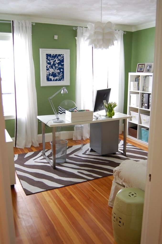 Clean office space w/ contrasting patterned rug and brightly colored walls