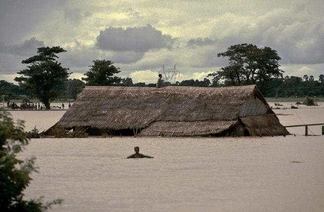 Eine Bahnfahrt in Burma, 1985 Teil 2 - 08, via Flickr.