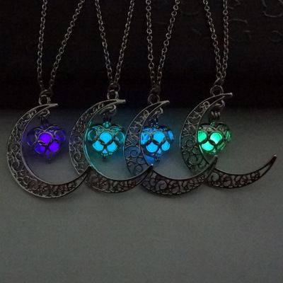 Fashion Luminous Glow In the Dark Pendent Necklaces Sailor Moon Necklaces for Women Heart Necklace T4358
