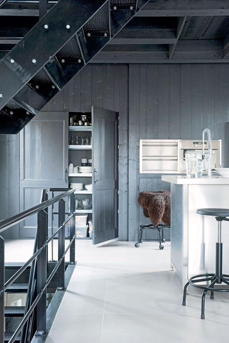 Old weigh house for butter in Joure Photographer: Dennis Brandsma | Stylist: Fietje Bruijn #binnenkijken #vtwonen #kitchen #grey