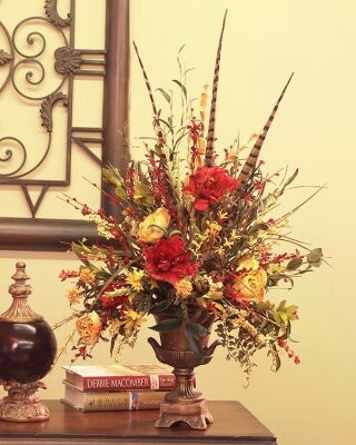 8 best images about house decorating on pinterest for Foyer flower arrangement