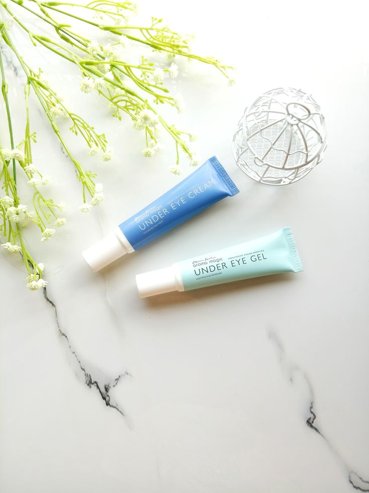 Fight those stubborn dark circles and dry under eye skin with the most affordable eye cream available in the market! Read on for Aroma Magic Under Eye Gel & Cream Review. #productreview #beauty #darkcircles #cream #hydration #affordable #vegan #organic