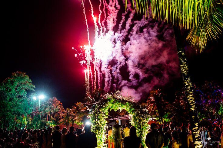 Fogos em casamento, foto casamento, fotos lindas de fogos em casamento, fogos de artificio casamento, casamento com fogos, casamento com fogos de artifício