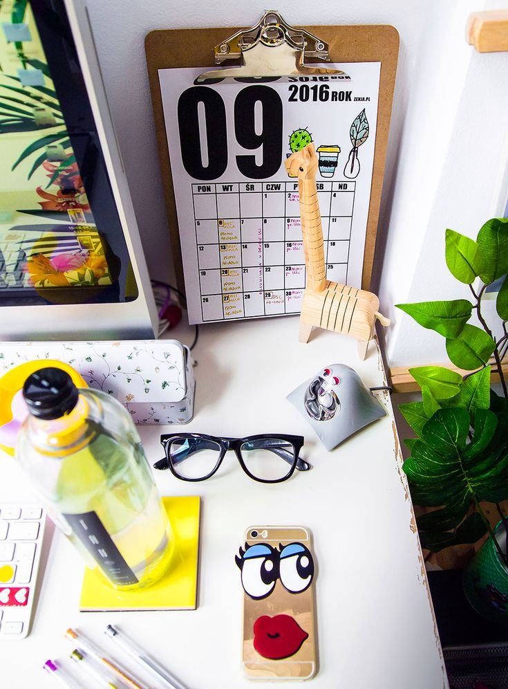 workspace, desk, homeoffice, planner, calendar, organizer, keepcup, coffee, mug, blogger, iphonecase, photo: Zenja Blog