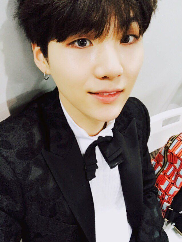 Suga ❤ [Bangtan Trans Tweet] 아미! 꿈을 현실로 만들어 주셔서 감사합니다! 사랑해요!! / ARMY! Thank you for making our dreams come true! I love you!! (ARMYS all over the world, let's fly with beautiful wings in 2017 as well - Kim Namjoon) #BTS #방탄소년단