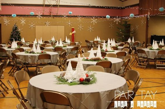 cheap decorations to transform your cultural hall for a christmas party