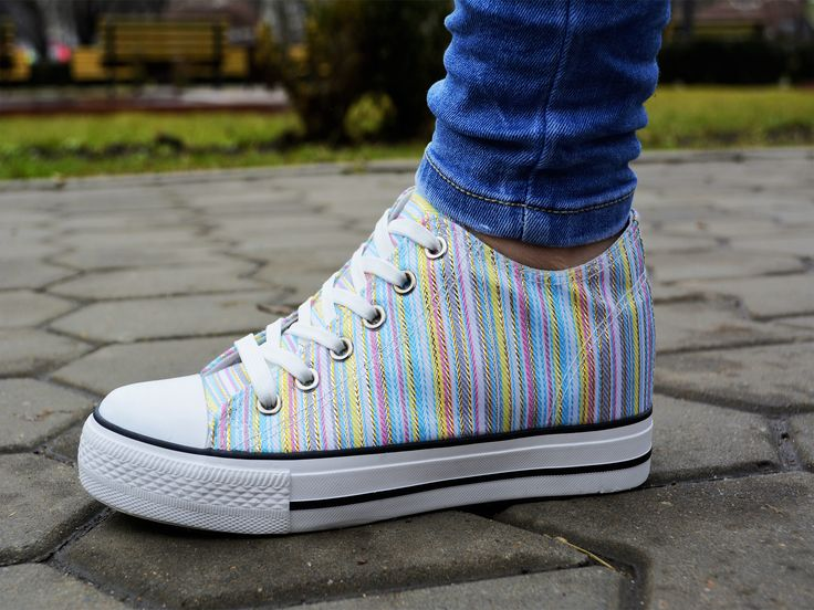 Tenisi Loup Alb http://www.standard-shoes.ro/produse-noi.html #sneakers #sport #fashion #streetfashion #girl #colorful #shoes
