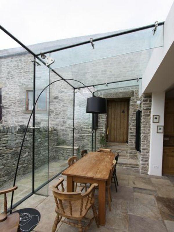 Moderne Terrassengestaltung – 100 Bilder und kreative Einfälle - glas terrasse gestalten moderne lampe