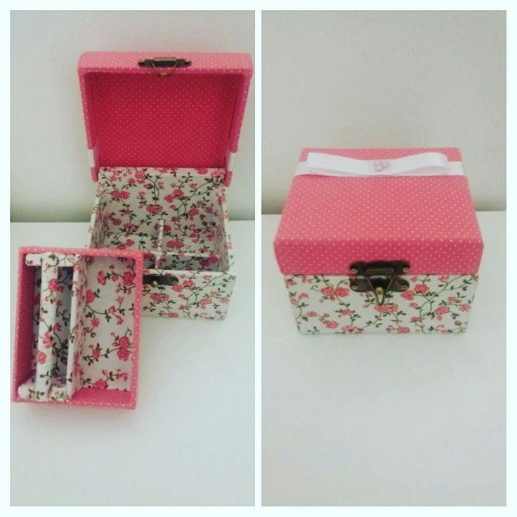 Porta jóias pequena MDF  todo forrado com tecido #vivaartesanato #mdf #portabiju #portajoias #decoração #organização #caixa