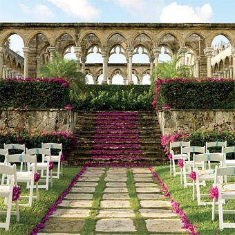 The perfect #gardenwedding venue.