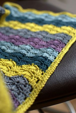 Beautiful crochet blanket - instructions in French, but last link to pdf has a diagram!