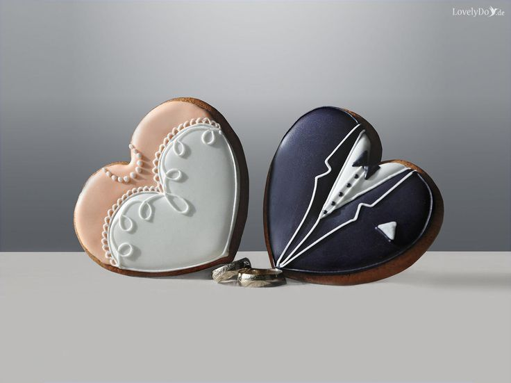 Kekse in Herzform für die Braut und den Bräutigam. Perfekte als kleine Süßigkeit oder als Gastgeschenk für die Hochzeit geeignet LovelyDo | Foreverly.de