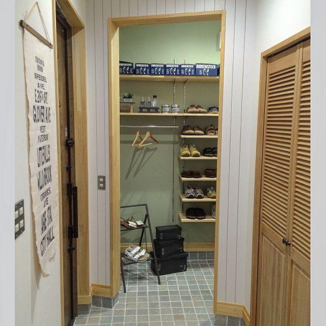 manataroさんの、玄関/入り口,雑貨,玄関,収納,アクセントクロス,タペストリー,セリア,靴 収納,土間収納,板張りの壁,インスタ→manataro.500,のお部屋写真