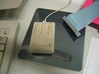 İlk bilgisayar faresi 1964 yılında Douglas Engelbart tarafından yapıldı. #AnındaBankacılık #teknoloji #technology #mouse #ilkmouse #teknolojiknostalji #nostalji