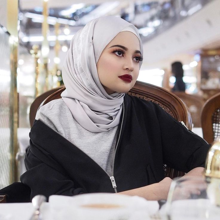 "8,535 Likes, 50 Comments - Nisha Ezzati (@nishxnish) on Instagram: ""Halal Morticia Addams (@makeupforevermy Artist Liquid Matte #207) #makeupforevermy"""