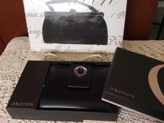 Round She Goes - Market Place - Oroton black wallet