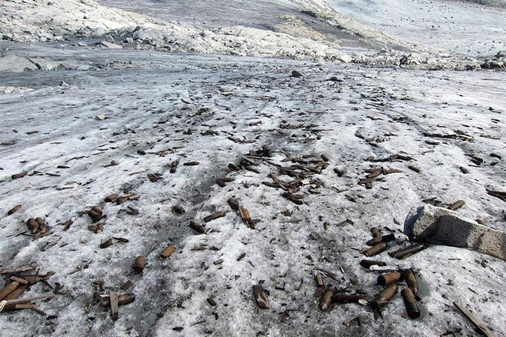 Melting glacier reveals World War I ammunition - PhotoBlog