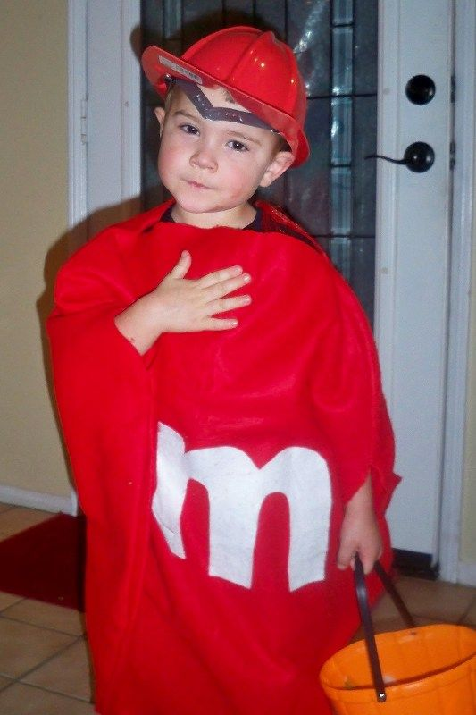 Halloween Fun for Toddlers, How to keep things easy, safe and fun. #halloween #toddler