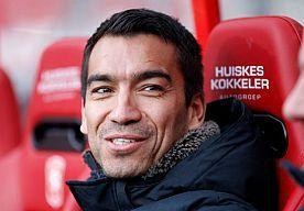 26-Apr-2014 11:58 - VAN BRONCKHORST: 'GESPREK MET RUTTEN WAS GOED'. Giovanni van Bronckhorst is ook volgend seizoen assistent bij Feyenoord. Feyenoord en hij maken zaterdagochtend de verwachte contractverlenging bekend.