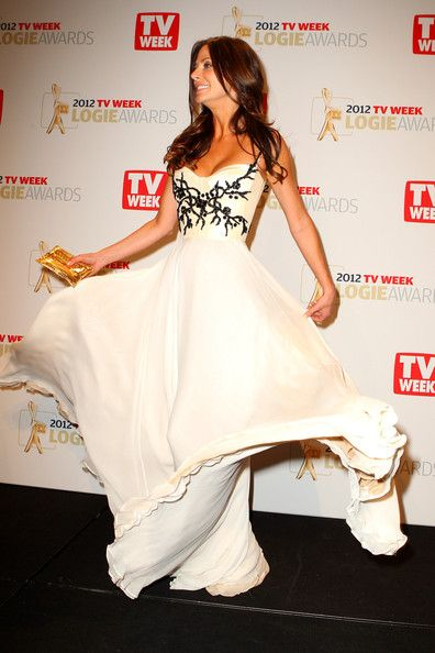 Esther Anderson looks oh so pretty in Alex Perry. - How I'd love to wear this dress