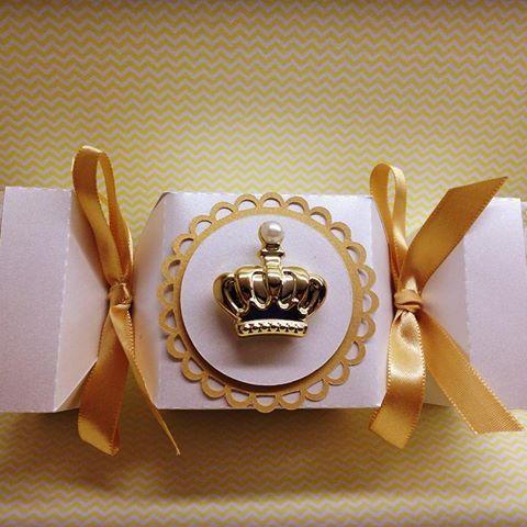 Caixa bala com aplicações de rendas e coroas ... Fofas não é?!? #mimosescraps #mimos #scrapfesta #scrap