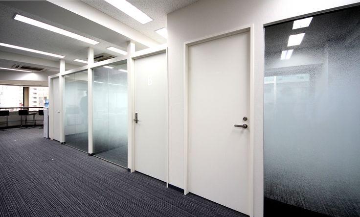 黒の衝撃。激しいインパクトと強い拘りを。名古屋のデザイナーズオフィス。 オフィスデザイン事例 デザイナーズオフィスのヴィス