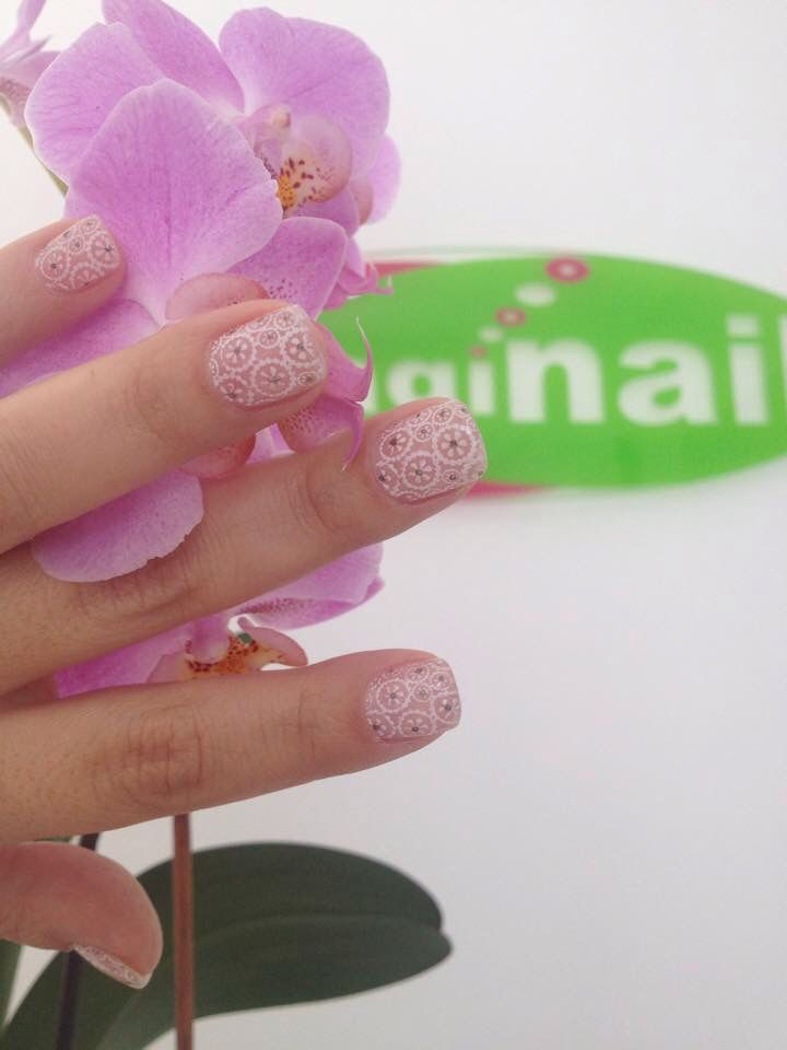 Spring art for acryllic nails!