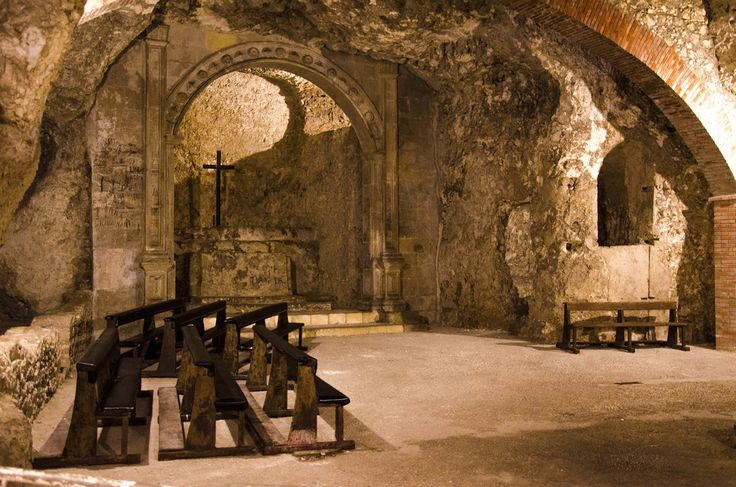 """For the programme """"Discover Cagliari"""", today we suggest you an underground visit to the crypt of Saint Restituta, one of the hidden treasures of di Cagliari."""