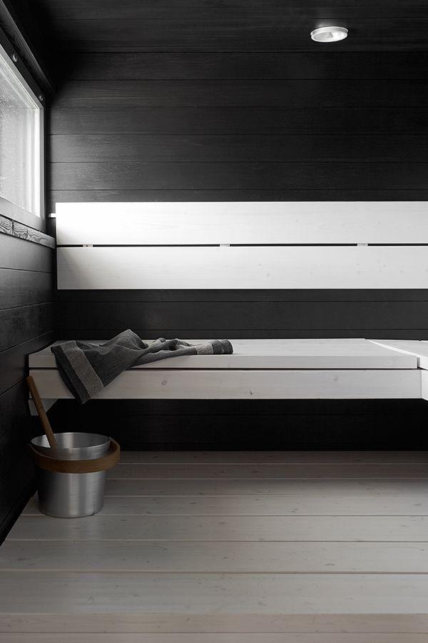 Villa Beauty -kohteessa on myös mustavalkoinen sauna. lauteet: Supi Saunavaha valkoinen, seinät ja katto saunassa: Supi Saunasuoja, tumma sävy Hiili 3445. #asuntomessut #tikkurila #asuntomessut2015 #sauna #monochrome