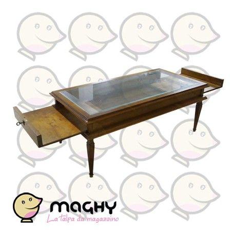 Tavolino da fumo con vetro in noce nazionale - 405,00 € - Solo online: http://www.maghy.eu/arredamento/167-tavolino-da-fumo-con-vetro-in-noce-nazionale.html - Codice:  tavolino-fumo-legno - Prodotto Nuovo - Articolo nuovo - EX ESPOSIZIONE MOBILIFICO - Peso cad.: 26 kg - Dimensioni: 61x122x48(H) cm