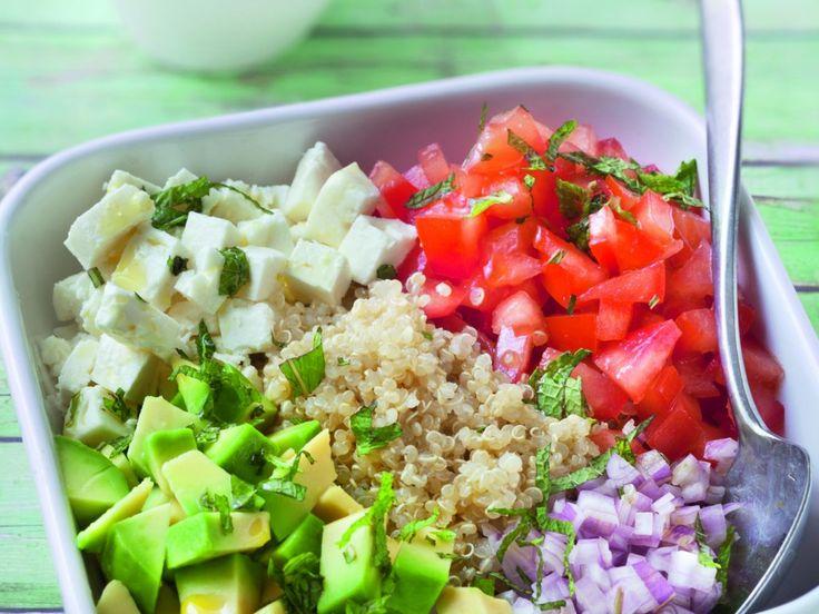 quinoa, tomate, avocat, échalote, feta, citron, Huile d'olive, moutarde, Poivre, Sel
