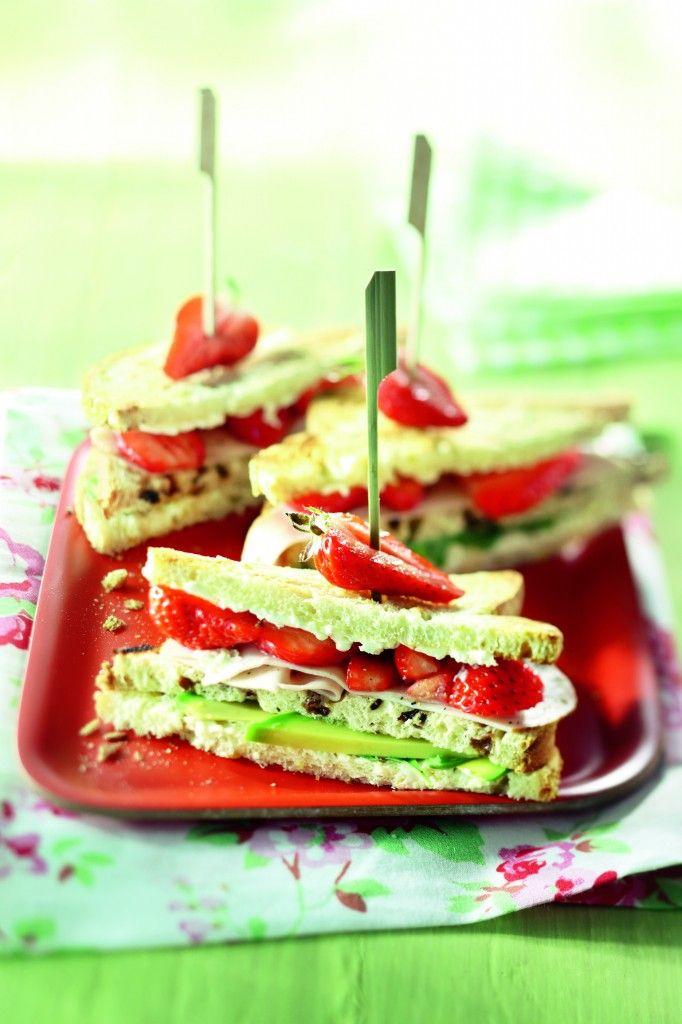 Clubsandwich met aardbei, kip en avocado - Boodschappen