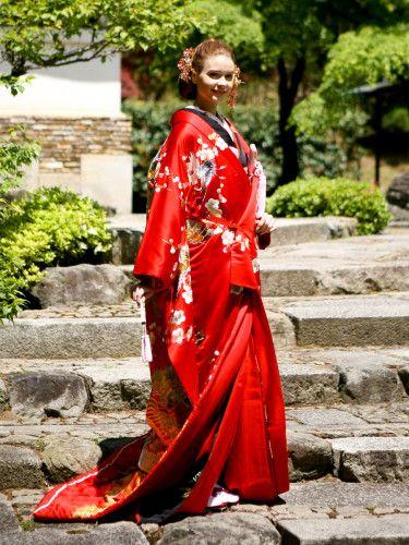 伝統の柄を豪華に配した、慶びと存在感が溢れる西陣織 ♡花嫁衣装 色打掛 赤の参考一覧♡
