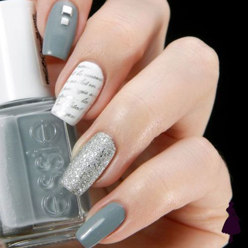 Uñas color gris con brillos
