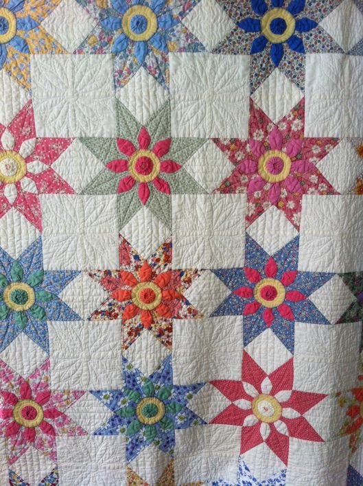 Missouri Daisy courtepointe faite à la reproduction et de tissus vintage. Comprend des sacs d'alimentation.