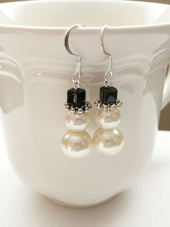 Beaded+Glass+Pearl+Snowman+Dangle+Earrings+by+mizlisasdesigns,+$9.00