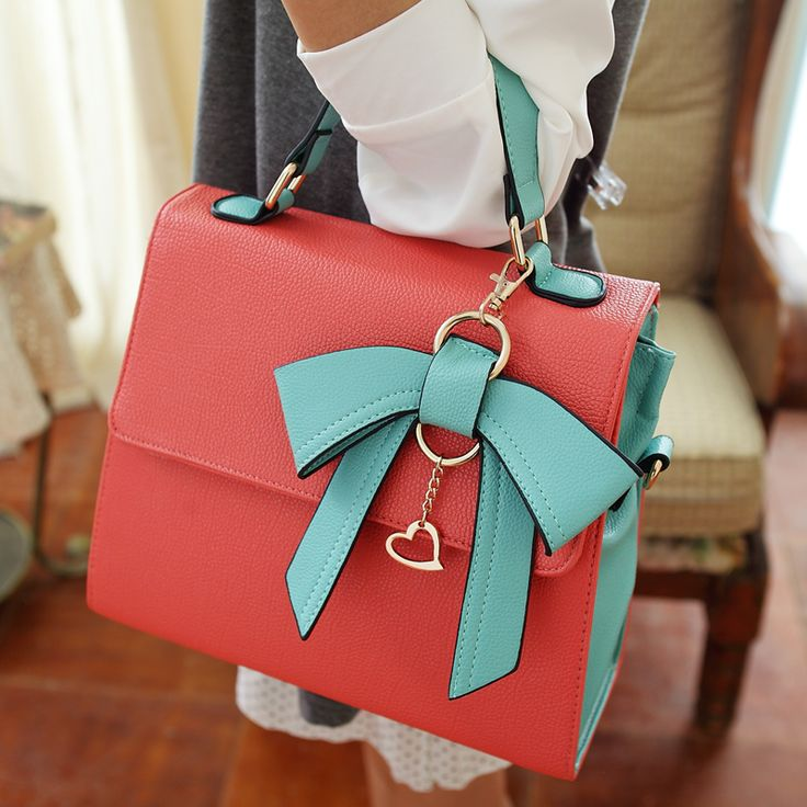 OMG THIS IS ONE OF THE CUTEST BAGS I HAVE EVER SEEN. Love the color scheme, and the simple design. AJM