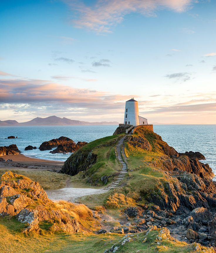 Snowdonia, Anglesey, Most Beautiful Beaches, Beautiful Places, Amazing Places, Farne Islands, Uk Beaches, Botany Bay, Rock Pools