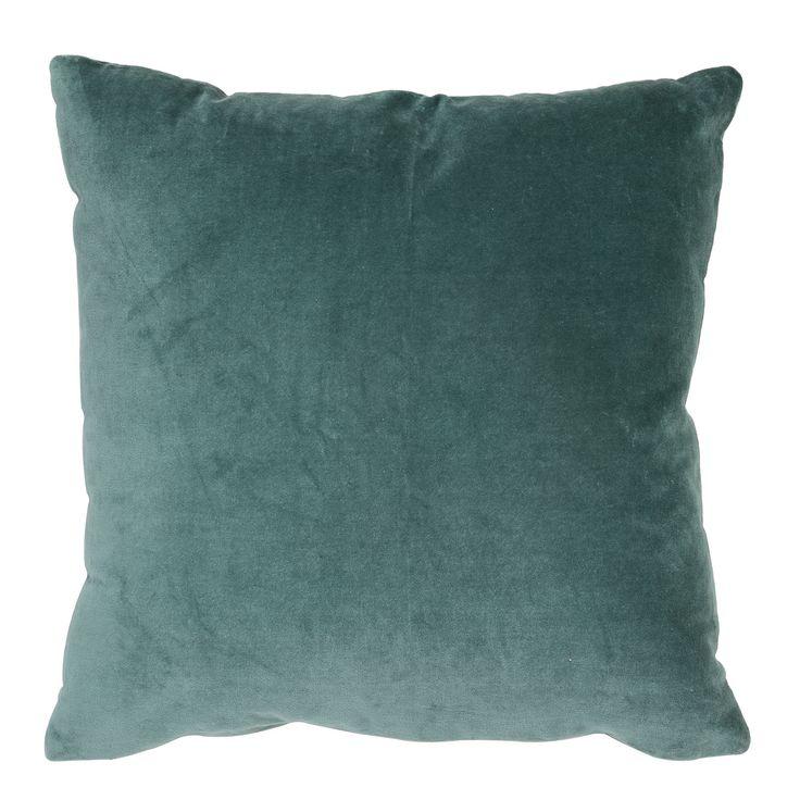 Woonkussen Khios velvet-aqua is een gaaf kussen dat makkelijk te combineren is. Combineer dit mooie kussen met verschillende kussens in frisse kleuren voor een kleurrijke toevoeging aan je woon of slaapkamer. Het zachte sierkussen is gemaakt van textiel en heeft de maat 50x50. Dit sierkussen wordt geleverd met passende binnenvulling. Sierkussen Khios velvet-aqua heeft een blauwe oceaan kleur en is afkomstig van het merk Light & Living.